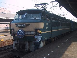 富士・はやぶさ機関車交換