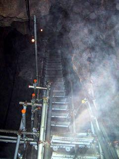 球泉洞、地底へのはしご