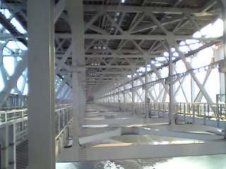 渦の道橋の下