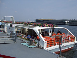 Yokohama_seabus200704